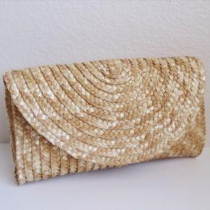 Handbags - NWOT✨Straw clutch.